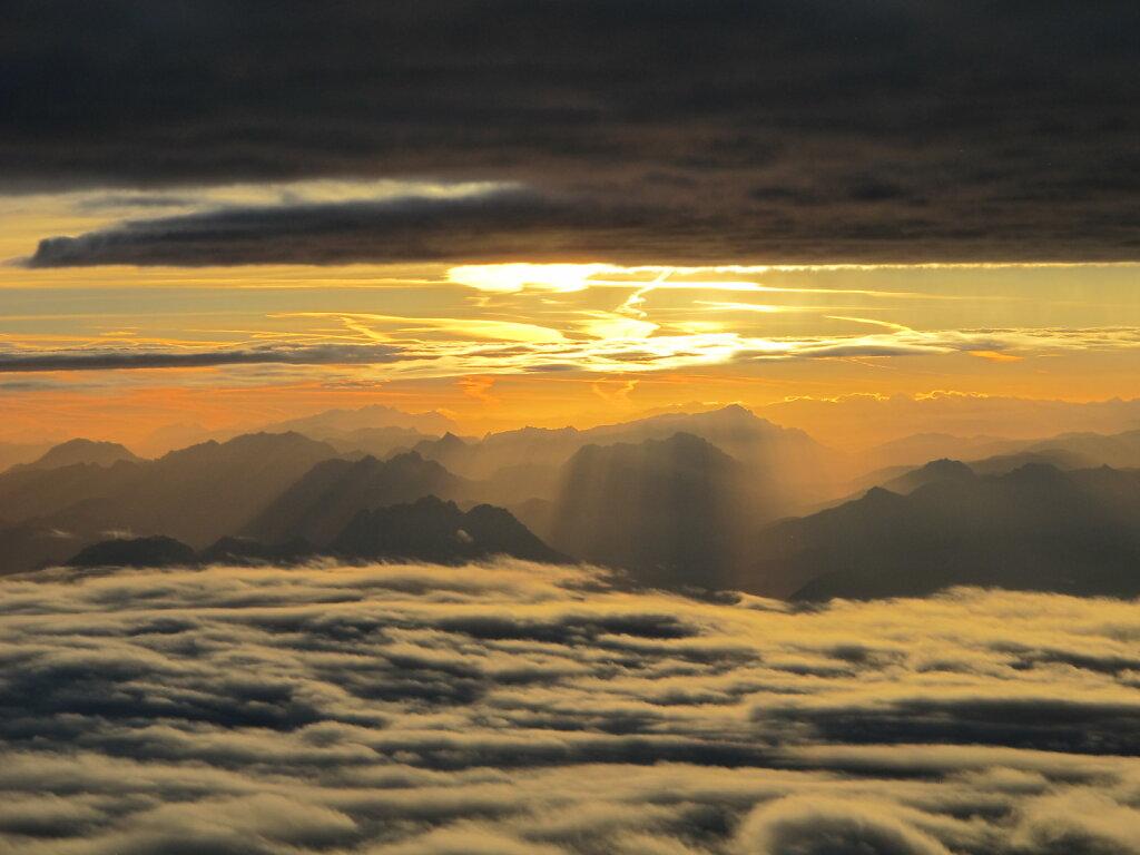 06.10.2018 Genua - München | Der Himmel glüht 1