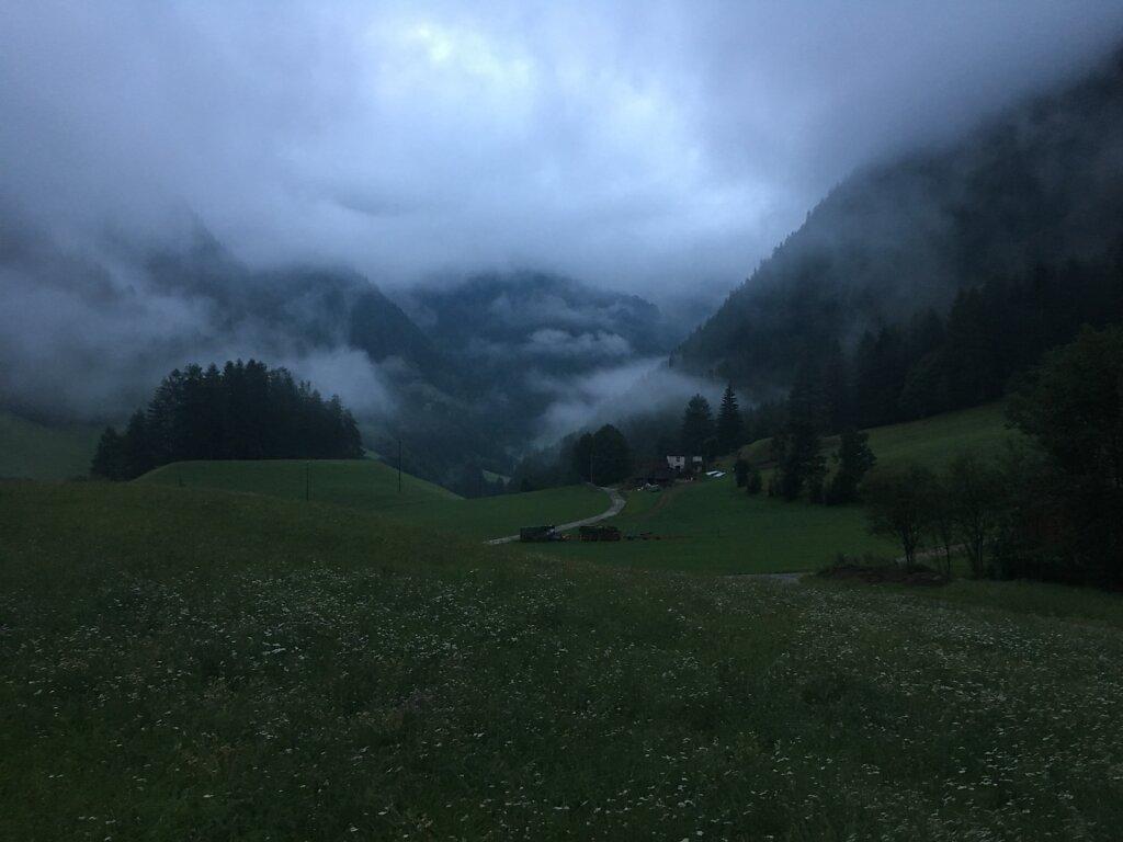 11.08.2018 Pfunders am Morgen im Nebel