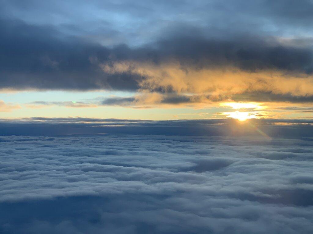 03.02.2020 München - Rostock Laage | Sonnenaufgang zwischen den Wolken