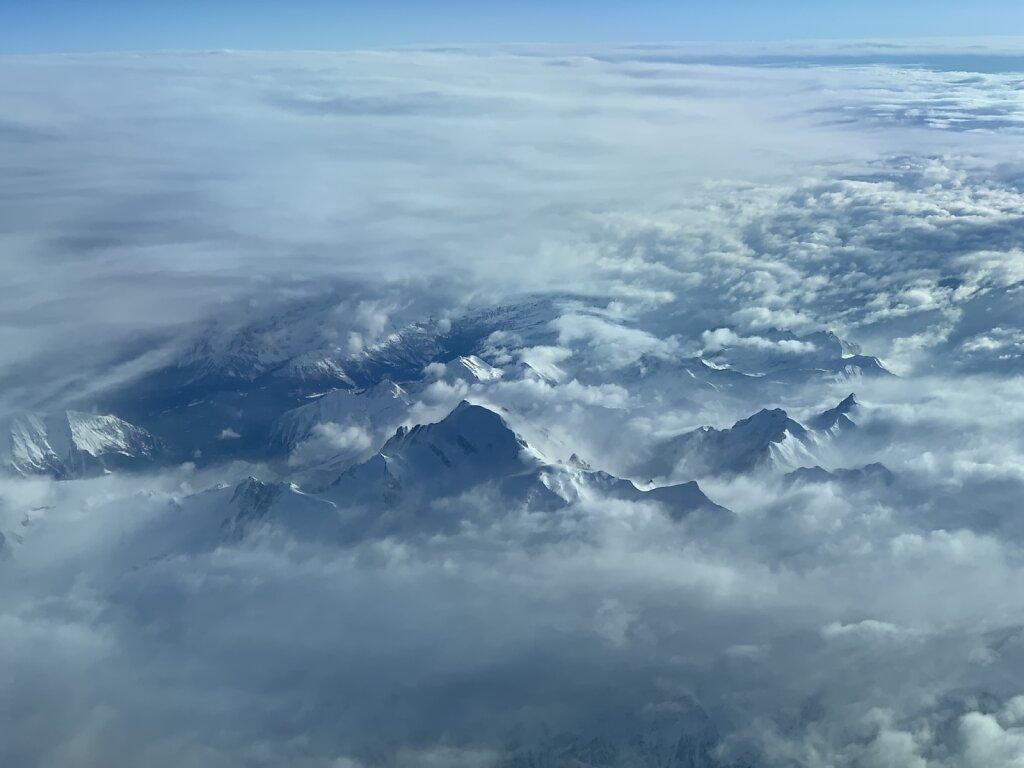 25.12.2020 München - Valencia | Der Mont Blanc bricht durch die Wolken