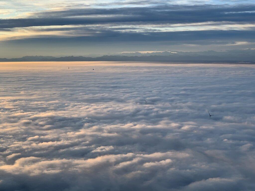 20.10.2019 Rzeszow - München | Sonnenaufgang über dem Münchner Nebel
