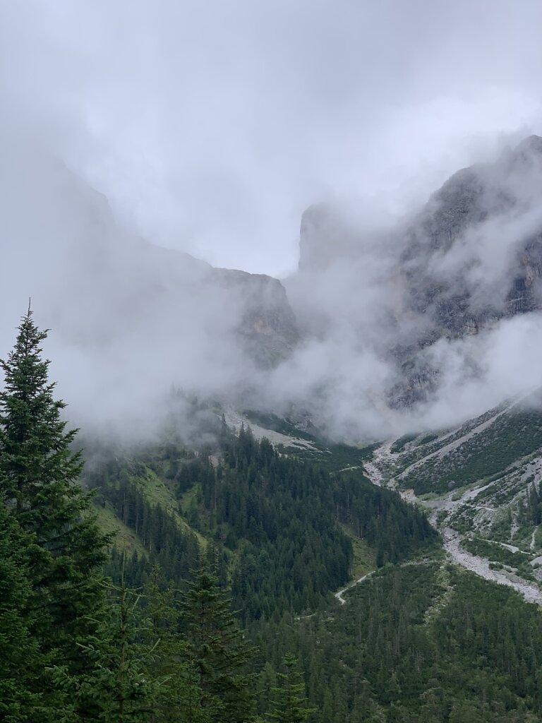 08.08.2021 Der Weg hinter mit verschwindet in Wolken...