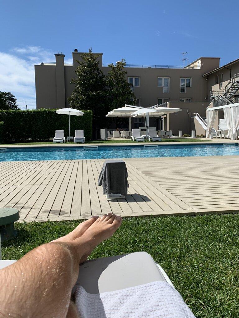 29.08.2021 Wohlverdient am Pool :-)